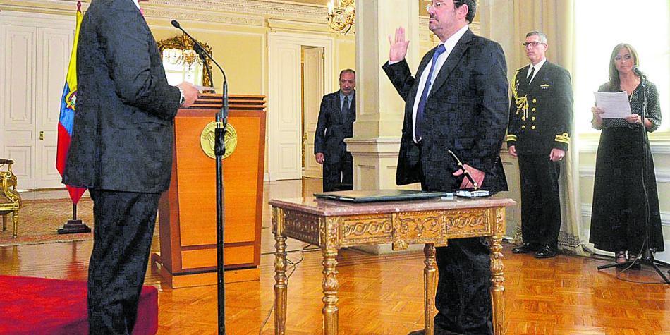 ¿Qué tan cierta es salida de Pacho Santos de la embajada en EE. UU.?