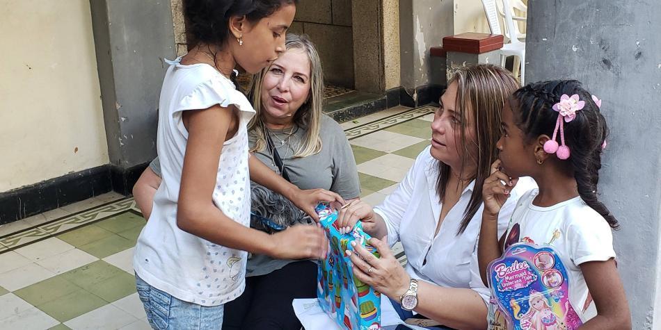 La Sergio Arboleda llevó regalos a los niños de Barlovento