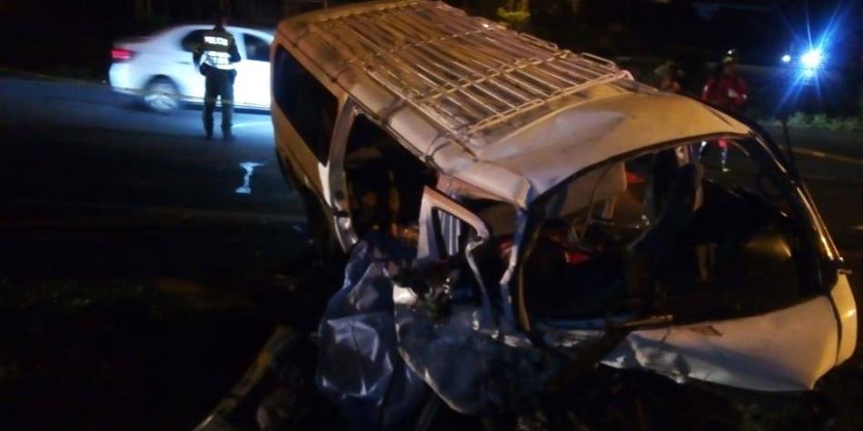 3 personas murieron y más de una docena heridas, en accidente en Valle