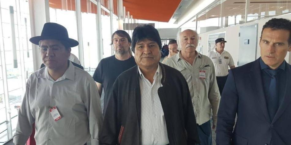 Gobierno de Áñez espera que Evo no haga política desde Argentina