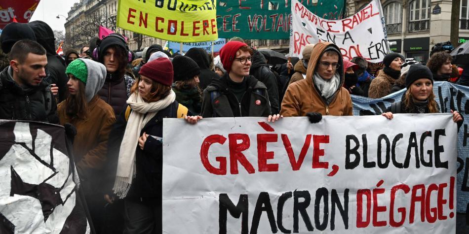 Sindicatos franceses mantienen huelga contra reforma pensional