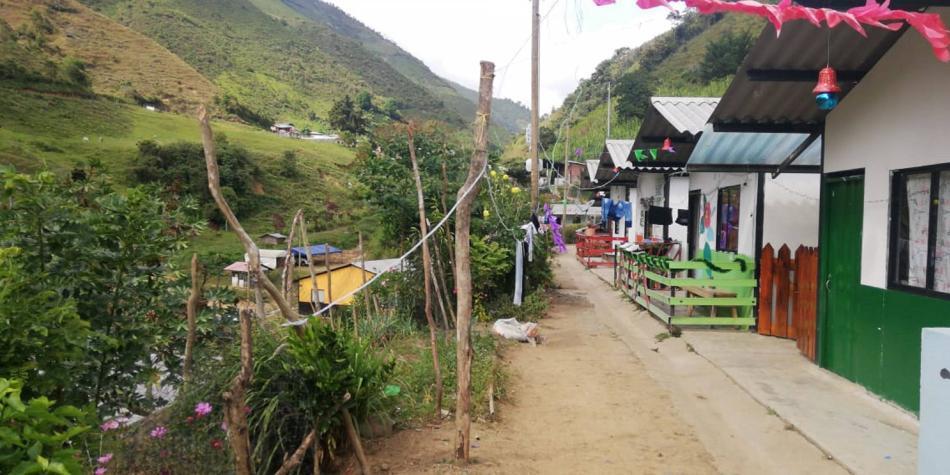 180 campesinos, desplazados por hombres armados en Ituango, Antioquia