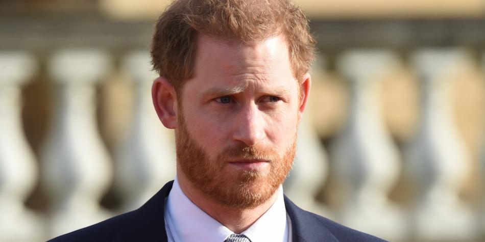 Príncipe Harry expresa 'gran tristeza' por alejarse de la familia real