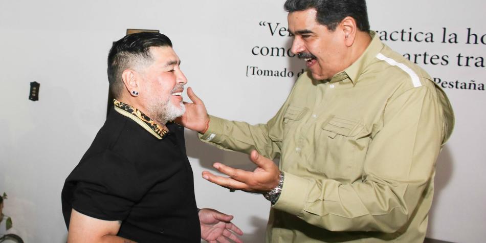 Maradona es recibido por Nicolás Maduro en visita a Caracas
