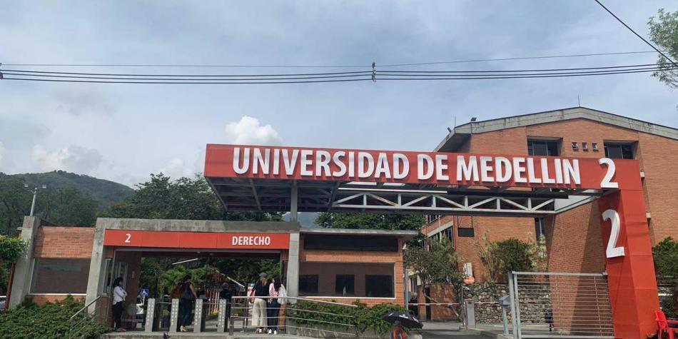 Estudiantes y exdirectivos piden renuncia de rector de U. de Medellín