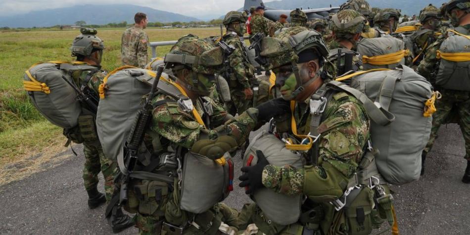 Duque rechaza propuesta de que los militares puedan votar