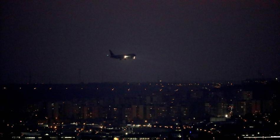 En video: así fue el aterrizaje de emergencia de un avión en Madrid