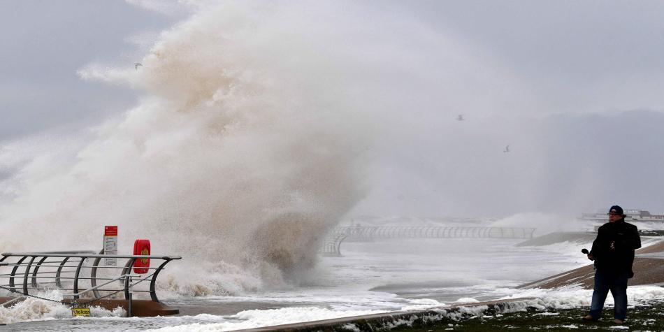 La tormenta 'Ciara' deja cinco muertos y varios heridos en Europa