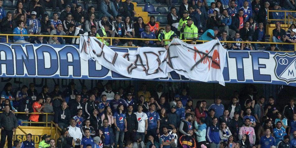 Polémica por retiro de pancarta en el partido de Millonarios