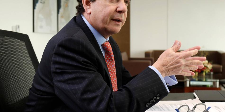 Expresidente de la ANH se defiende de denuncias en su contra
