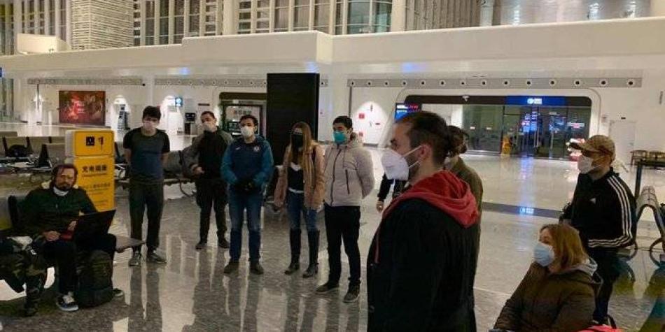Mexicanos y españoles, en avión que trae a colombianos de Wuhan