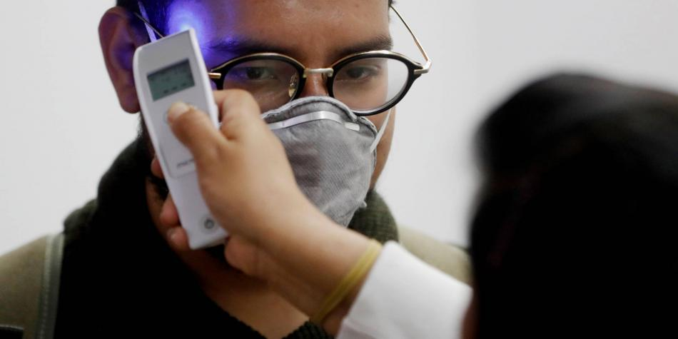 Crean una lámina plástica que inactiva en minutos al coronavirus