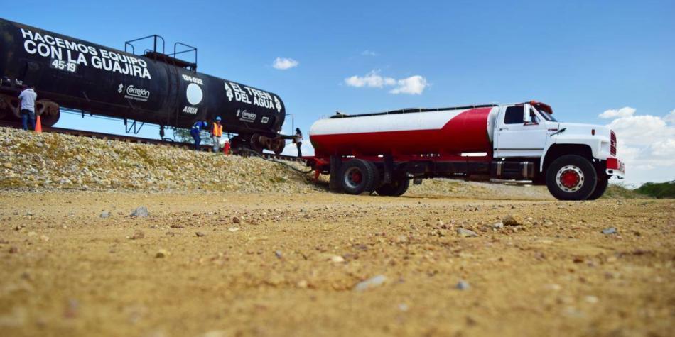 Bloqueos en vía férrea impiden entregar agua a indígenas de la Guajira