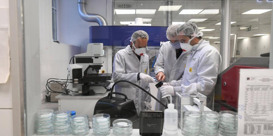 'No procede de la naturaleza': viróloga dice que China creó covid-19