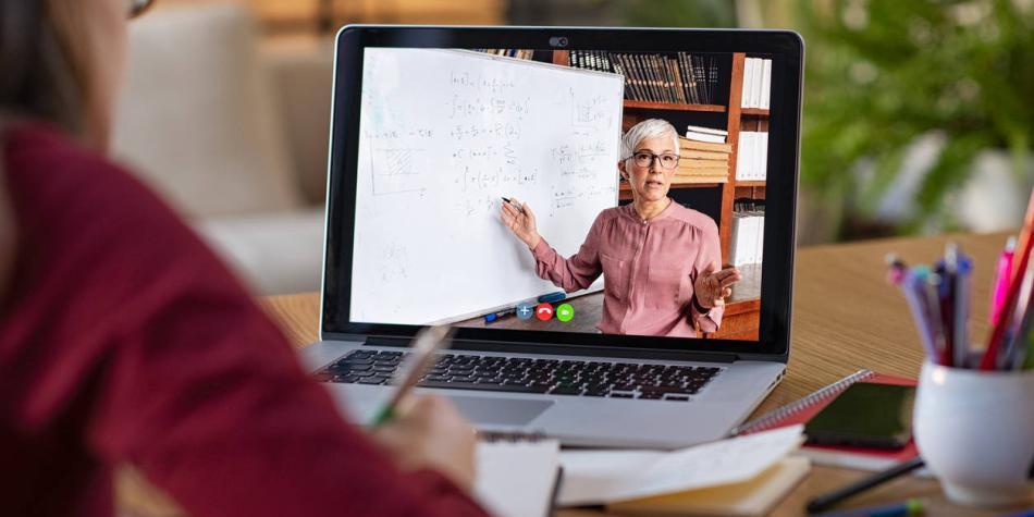 Indignación por despido de profesor por no dictar clase por Zoom