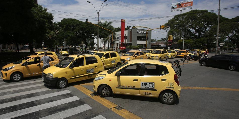 Cambian pico y placa de taxis, y 'pico y cédula' en Cali