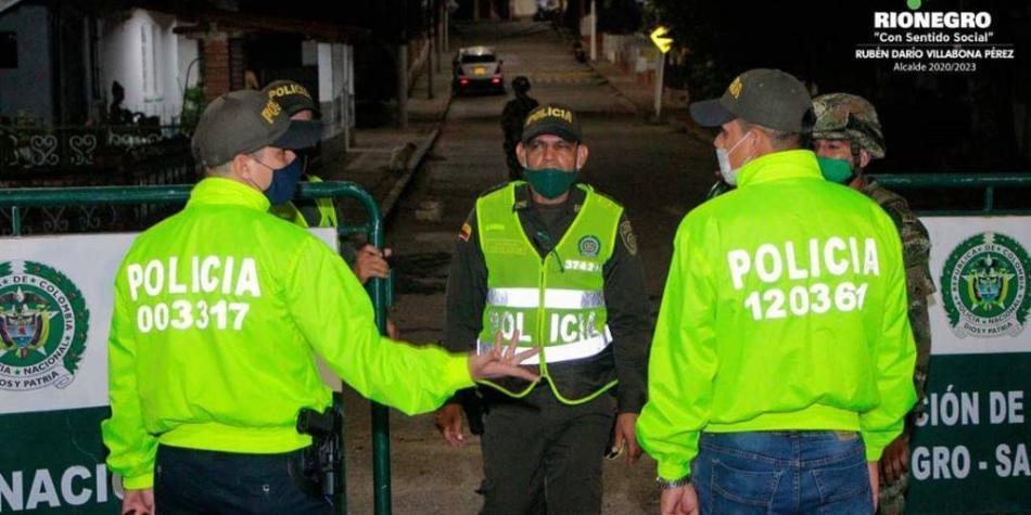 Ciudadanos que participaban en una fiesta hirieron a cinco policías