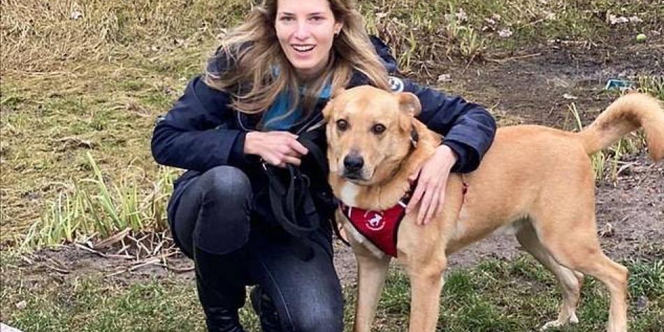 Modelo sufrió graves heridas en la cara tras ser atacada por su perro