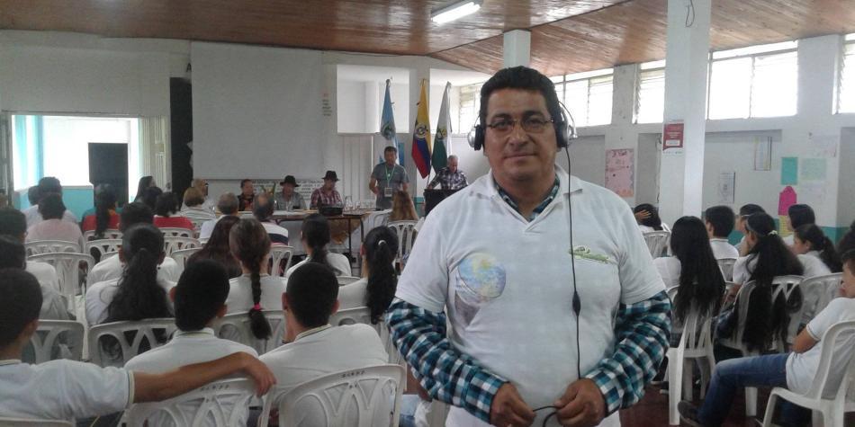 Aplausos en memoria de locutor Luis Antonio Gómez en el Valle
