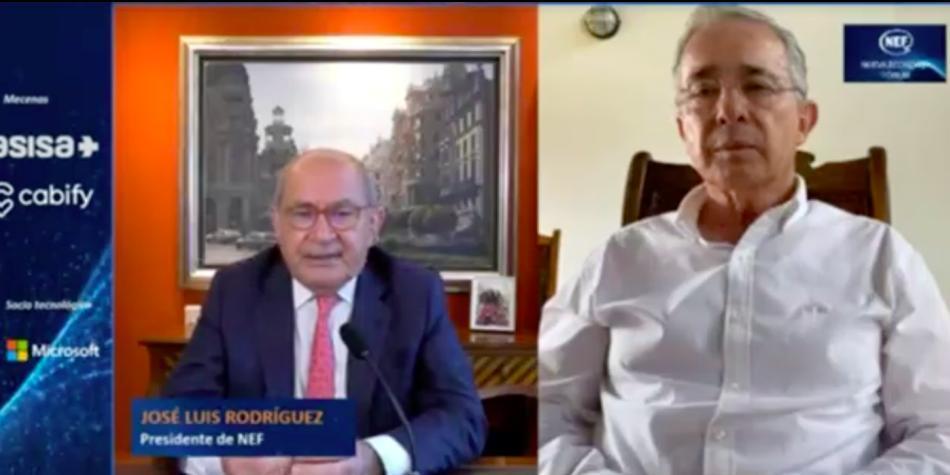 Uribe señala a Petro de iniciar una 'agitación prechavista'