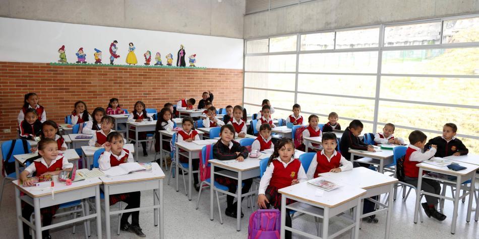 Académicos y políticos piden acelerar el regreso a las aulas