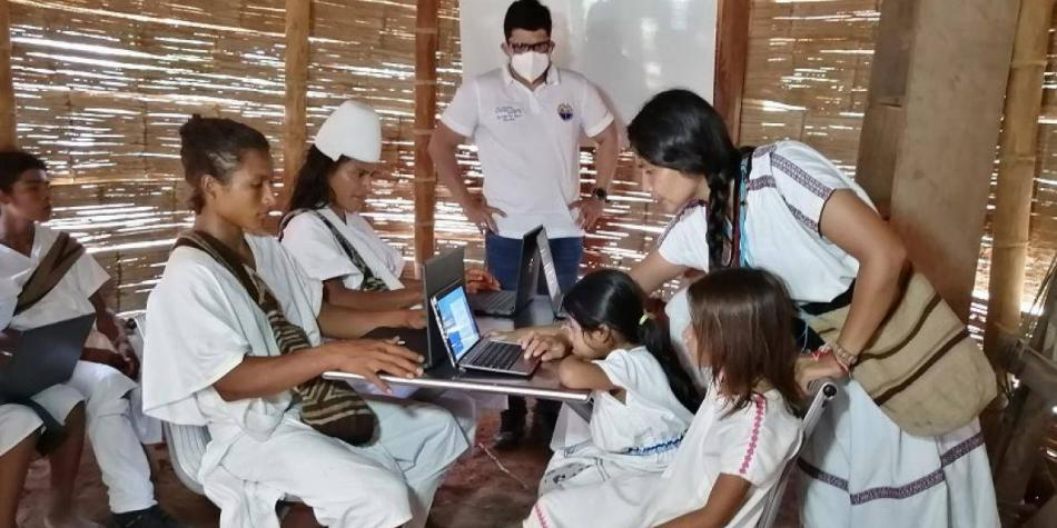 INDÍGENAS RECIBIRAN CLASES EN CAMPUS DIGITAL INSTALADO EN LA SIERRA