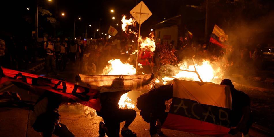 Carrerones, fuego y tumbada de fotomulta en remate de protesta en Cali