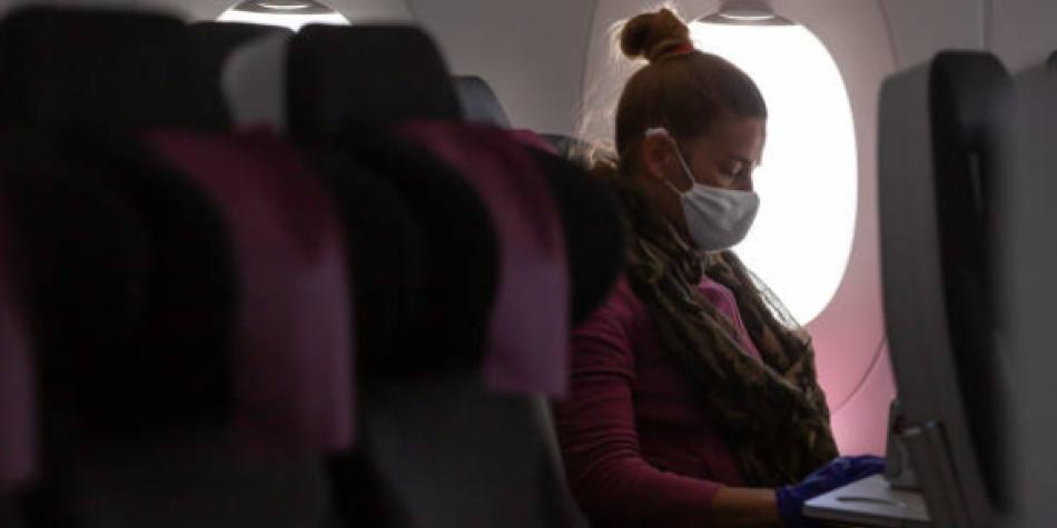 Expertos de OPS recomiendan ir en avión solo si es un viaje esencial