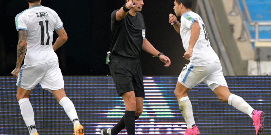 Esto dijeron: audios del VAR en jugadas polémicas de Colombia-Uruguay