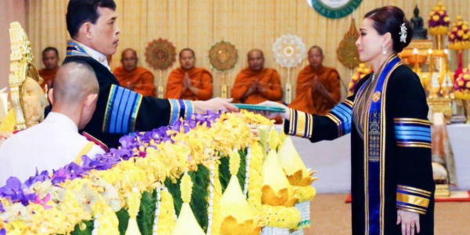 Reina de Tailandia protagoniza polémica mundial por foto reveladora