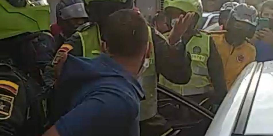 Mujer utilizó a la Policía para atrapar a su esposo que le era infiel
