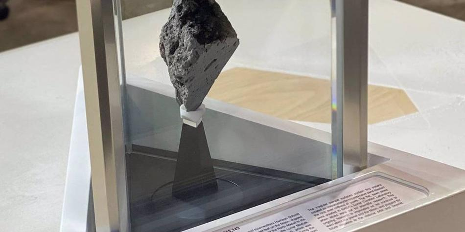 La historia de la roca lunar puesta por Biden en el Despacho Oval
