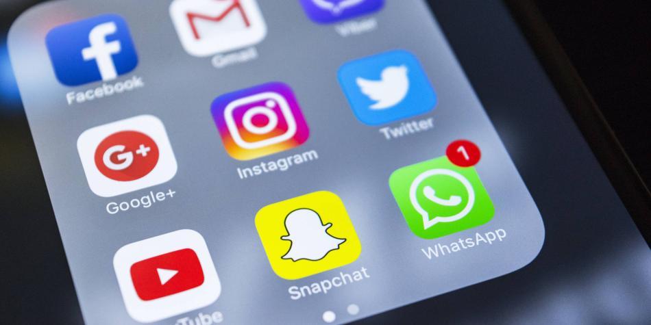 ¿Cómo oír audios de WhatsApp sin que al otro le salgan chulos azules?