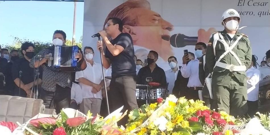 El emotivo momento en que Silvestre Dangond le cantó a Jorge Oñate