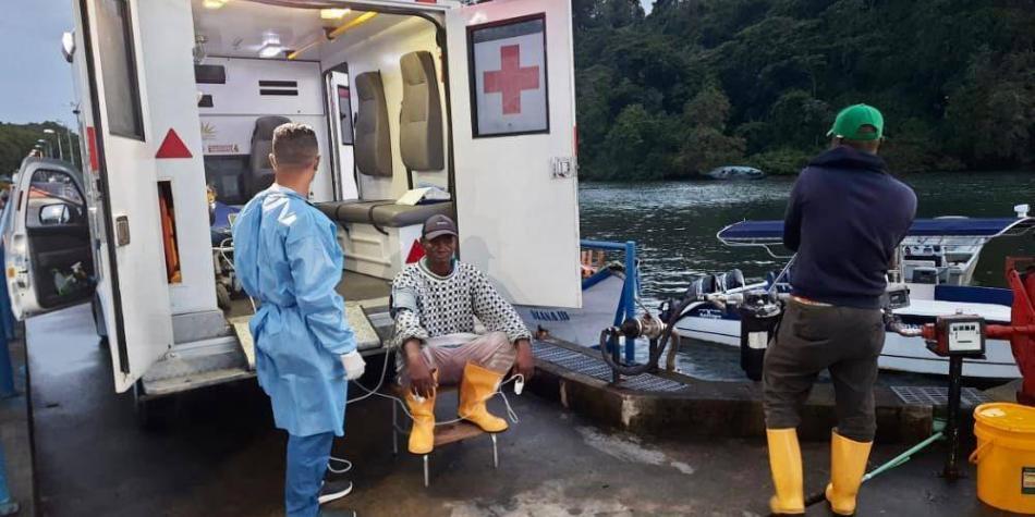 Rescatan a 10 personas que quedaron a la deriva en aguas del Pacífico