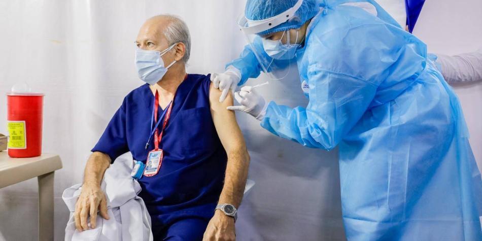 Comenzó vacunación de adultos mayores de Villavicencio