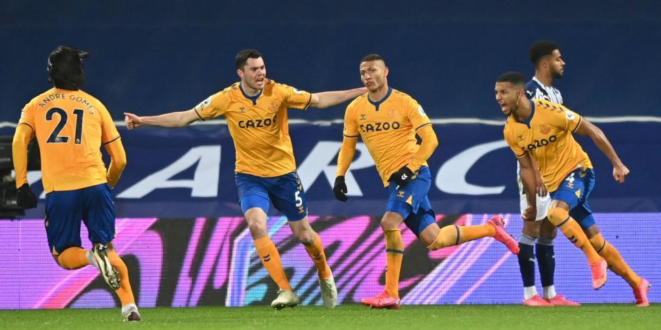 Sin James, Everton ganó y se metió en los puestos de Liga Europa