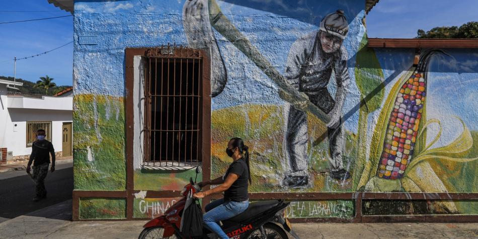 Chinácota: el pueblo que busca plasmar la paz a través de murales