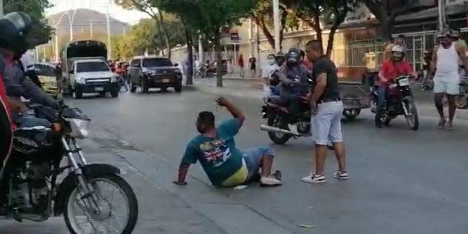 En video: samario se enfrentó a delincuente armado y logró desarmarlo