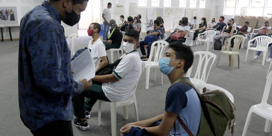 ¿Se deben cerrar los colegios si hay contagios? Esto dice la norma
