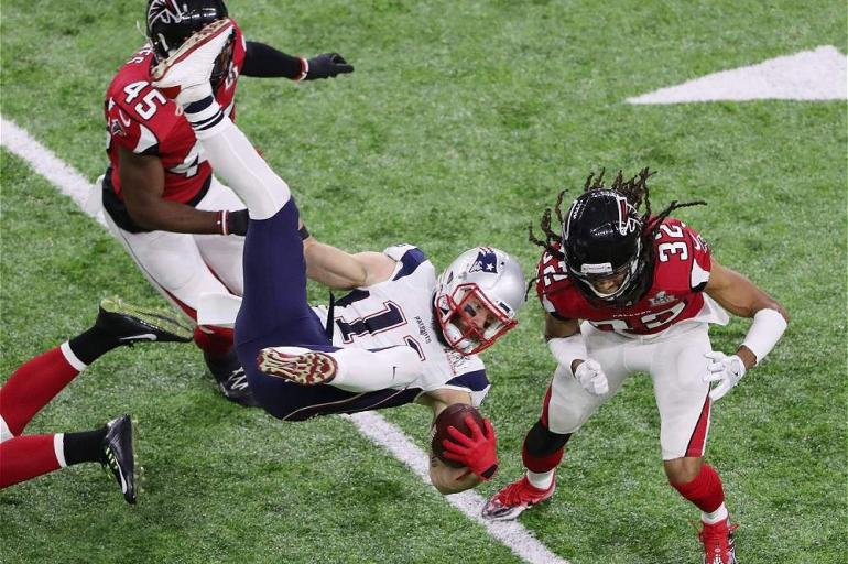 Jugada defensiva de los Falcons de Atlanta.