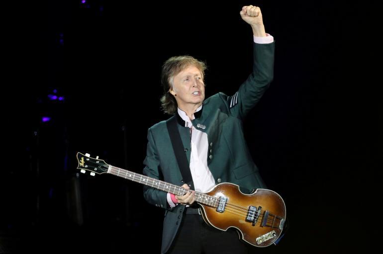 El músico inglés, Paul McCartney en una de sus actuaciones durante el concierto 'One on One' en Porto Alegre, Brasil en Octubre 13, 2017