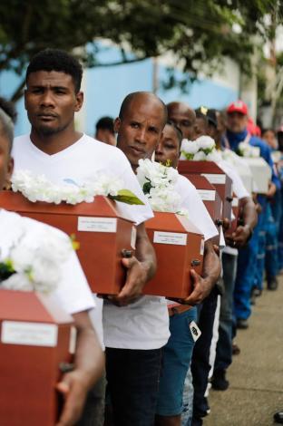 Funeral colectivo de las víctimas de la masacre de Bojayá