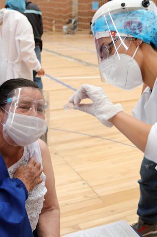Vacunación de segundas dosis del contra el covid 19 de adultos mayores