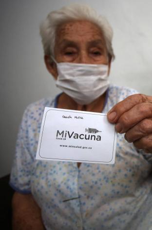Aplican segunda vacuna de Sinovac en Cali