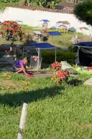 Niño en cementerio de Toro, Valle del Cauca