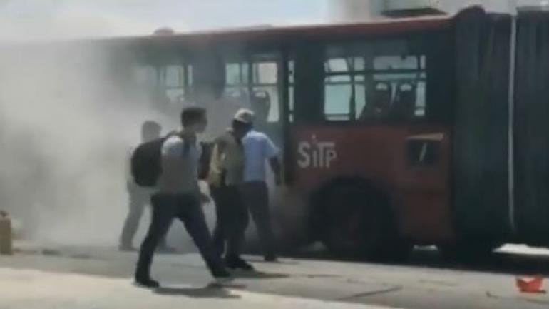 18 buses de TransMilenio y 40 del SITP se varan diariamente en Bogotá
