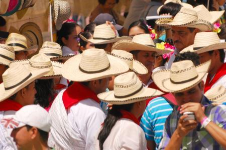 Día del Sombrero en el Festival Folclórico del Tolima en fiestas de San  Pedro y San Juan - Otras Ciudades - Colombia - ELTIEMPO.COM f2dbdb14d64