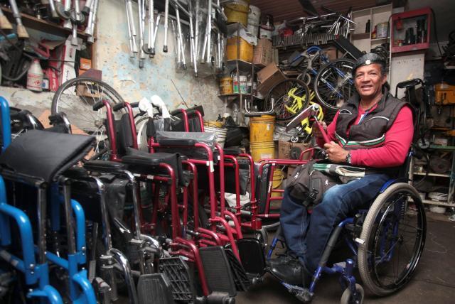 Pablo convirtió su silla de ruedas en una inspiración