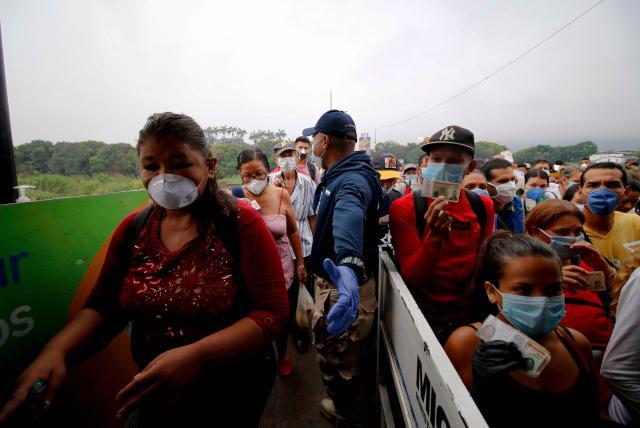 Venezuela restringe paso de sus ciudadanos desde Colombia - Venezuela -  Internacional - ELTIEMPO.COM